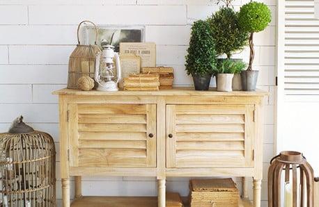 Nábytek z borovicového a exotického dřeva