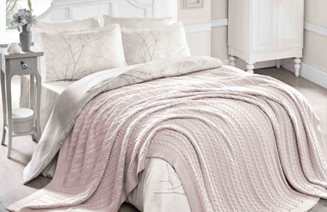 Příjemné a teplé deky, koberce a polštáře