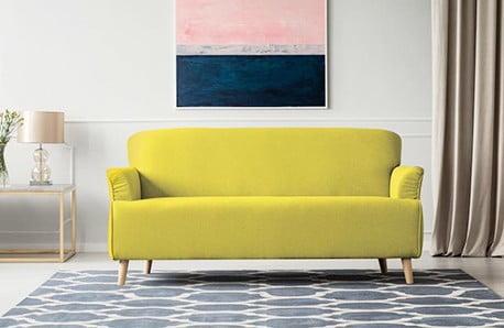 Pastelově barevná křesla i sedačky
