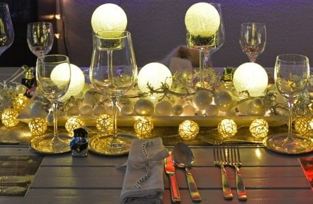 Prostřený stůl, to nejsou jen talíře a sklenky, ale také dekorace