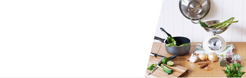 Bucătărie modern echipată cu marca Sabichi