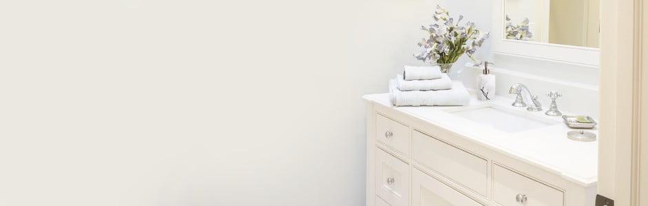 Koupelna plná praktických doplňků