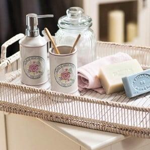 Přivítejte v koupelně i kuchyni kousek britského šarmu