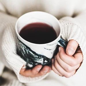 Poležení s horkým čajem nemusí být deprese