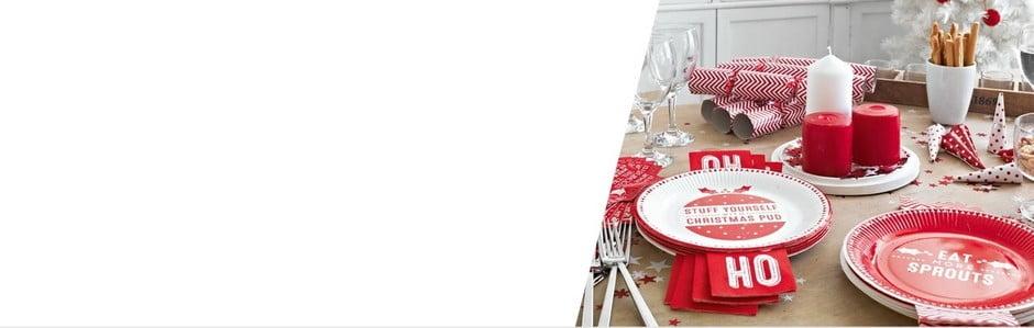 Vánoční stůl v barvách červené a bílé