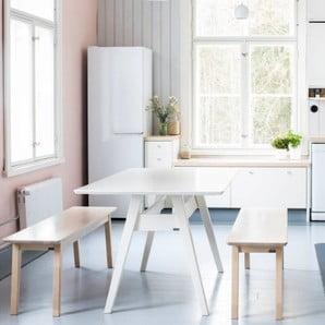 Ručně vyráběné komody, pohovky i stoly z Finska