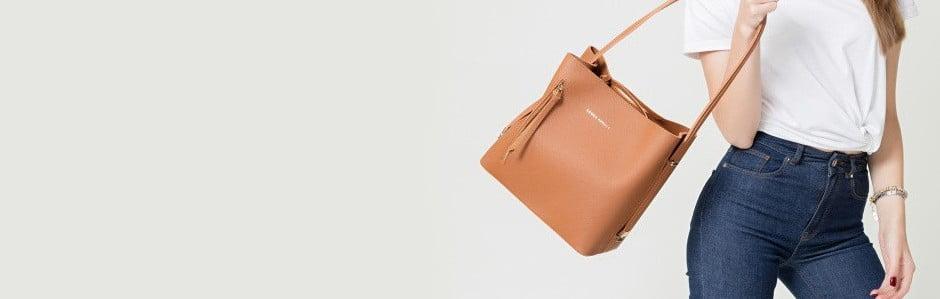 Kabelky, peněženky a batohy veznameníelegance