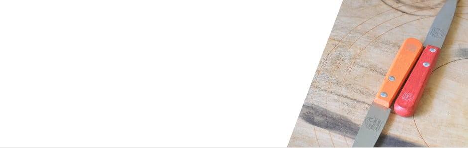 Jean Dubost: Příbory a nože, co mají říz