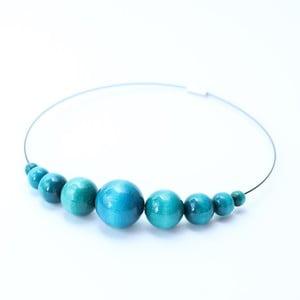 Tyrkysově modrý dřevěný náhrdelník Ko-ra-le Retro