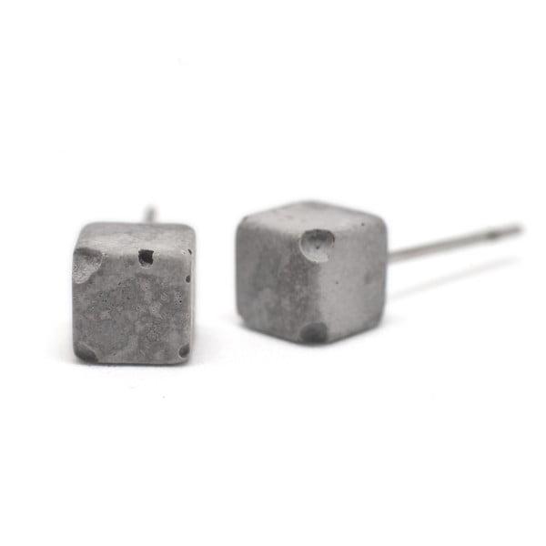 Šedé betonové náušnice od Jakuba Velínského Cube