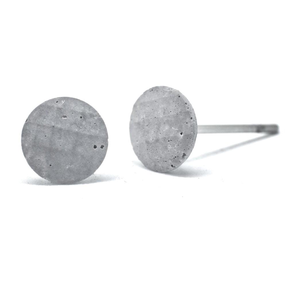Šedé betonové náušnice od Jakuba Velínského Dots