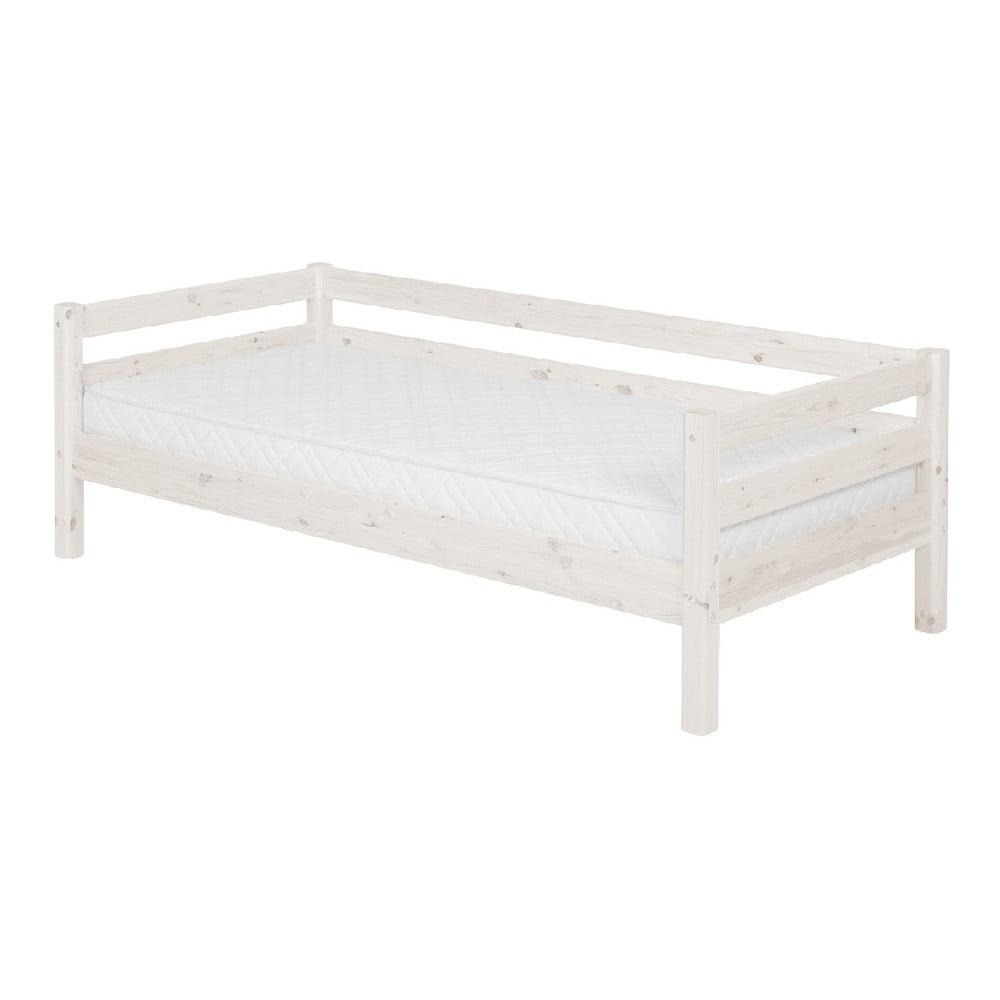 Produktové foto Bílá dětská postel z borovicového dřeva s boční lištou Flexa Classic, 90x200cm