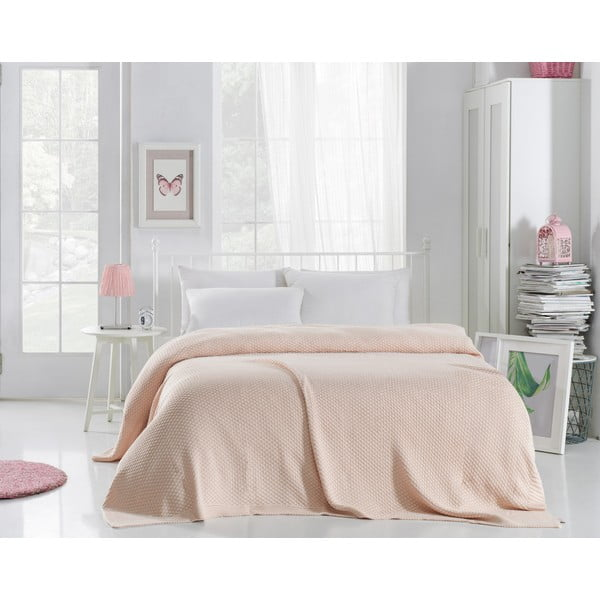 Světle růžový přehoz přes postel Silvi, 220 x 240 cm