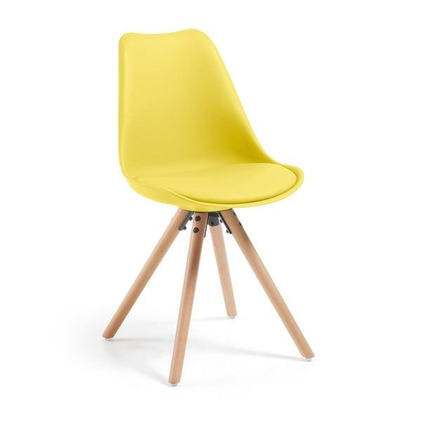 Žlutá jídelní židle s dřevěným podnožím La Forma Lars