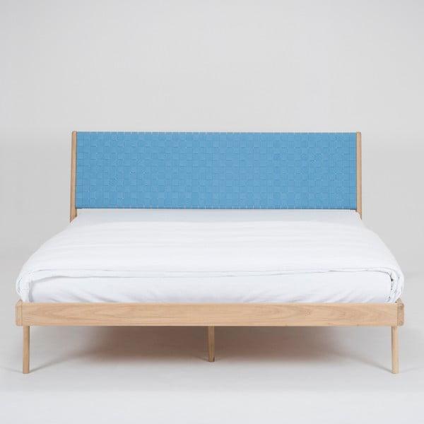 Łóżko z litego drewna dębowego z niebieskim zagłówkiem Gazzda Fawn, 160x200cm