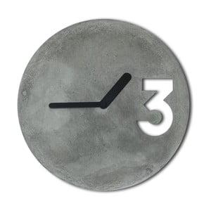 Betonové hodiny od Jakuba Velínského, plné černé ručičky