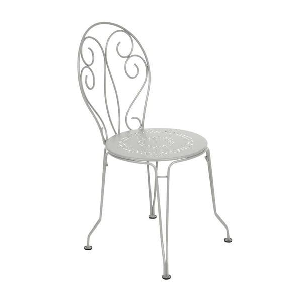 Světle šedá kovová židle Fermob Montmartre