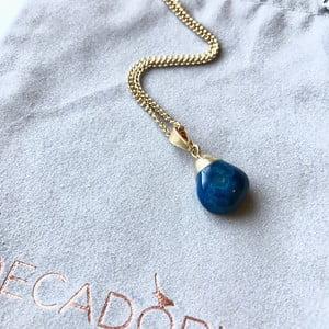 Pozlacený řetízek s modrým achátem Decadorn