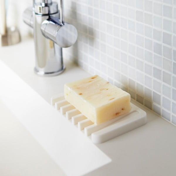 Bílá podložka pod mýdlo YAMAZAKI Flow