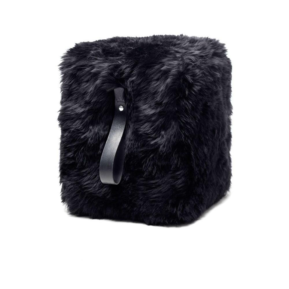 Černý hranatý puf z ovčí kožešiny s černým detailem Royal Dream, 45x45cm