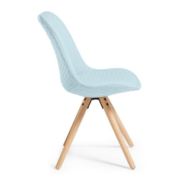 Světle modrá jídelní židle s dřevěným podnožím La Forma Lars