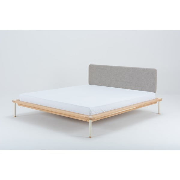 Dvoulůžková postel z dubového dřeva Gazzda Lilian, 140 x 200 cm