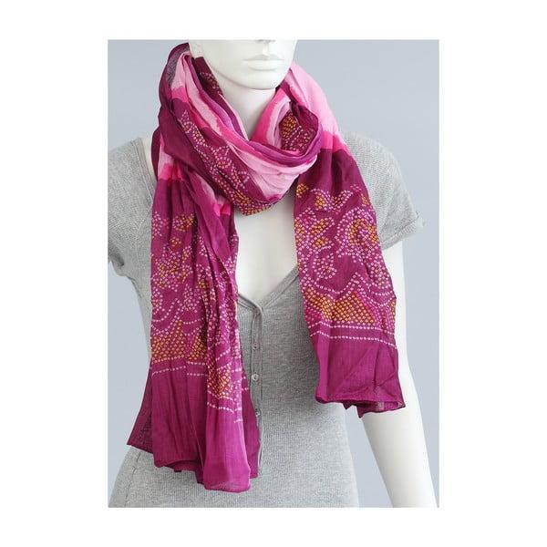 Růžový šátek se vzorem
