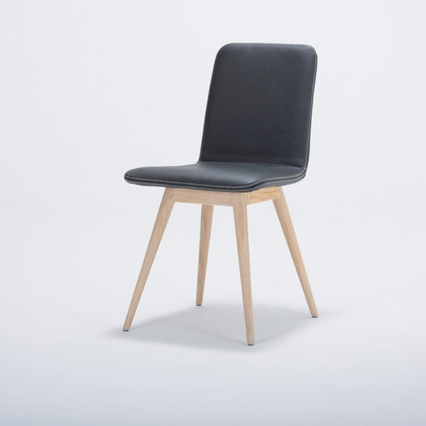Krzesło z litego drewna dębowego z czarnym skórzanym siedziskiem Gazzda Ena