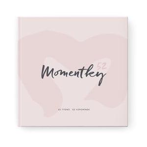 Pudrově růžové vzpomínkové album na jeden rok se samolepkami Bloque.Momentky52