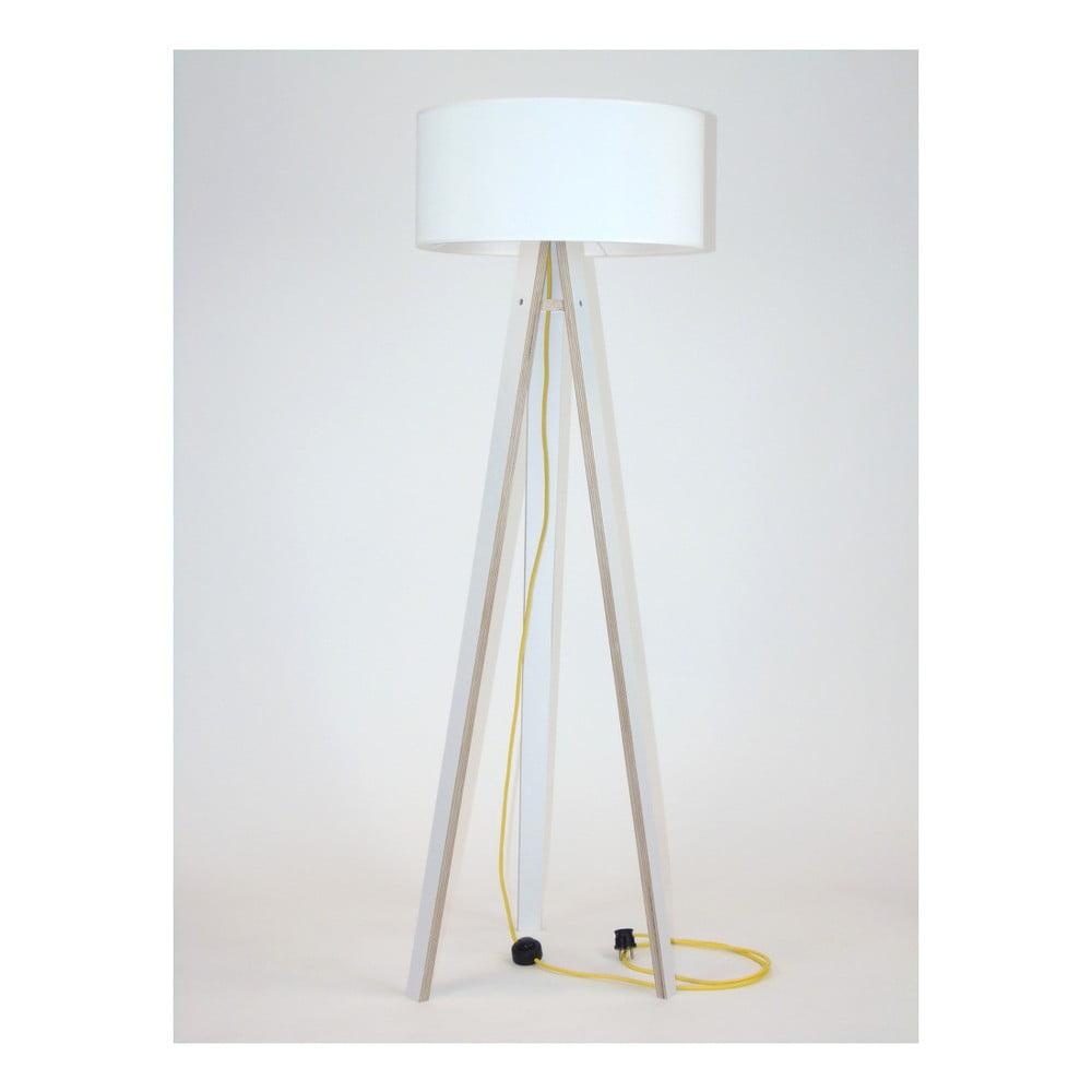 Bílá stojací lampa s bílým stínítkem a žlutým kabelem Ragaba Wanda