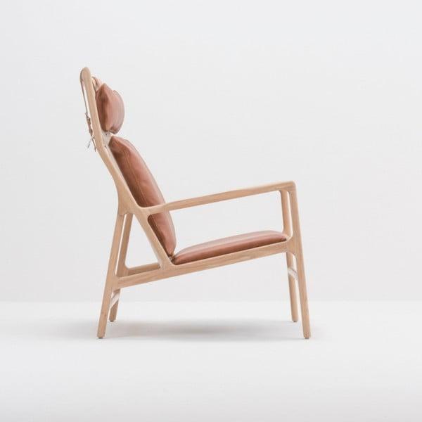 Fotel z konstrukcją z litego drewna dębowego i karmelowym skórzanym siedziskiem Gazzda Dedo