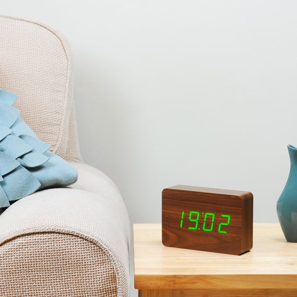 Tmavě hnědý budík se zeleným LED displejem Gingko Brick Click Clock
