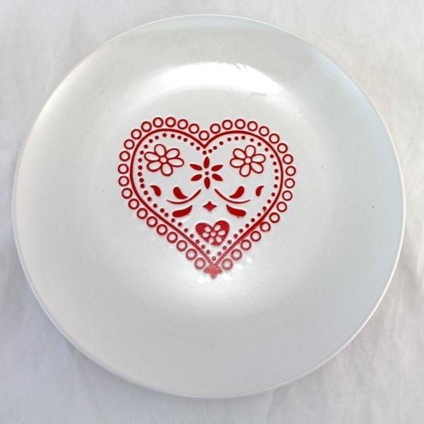 Talíř s červeným srdcem 26 cm