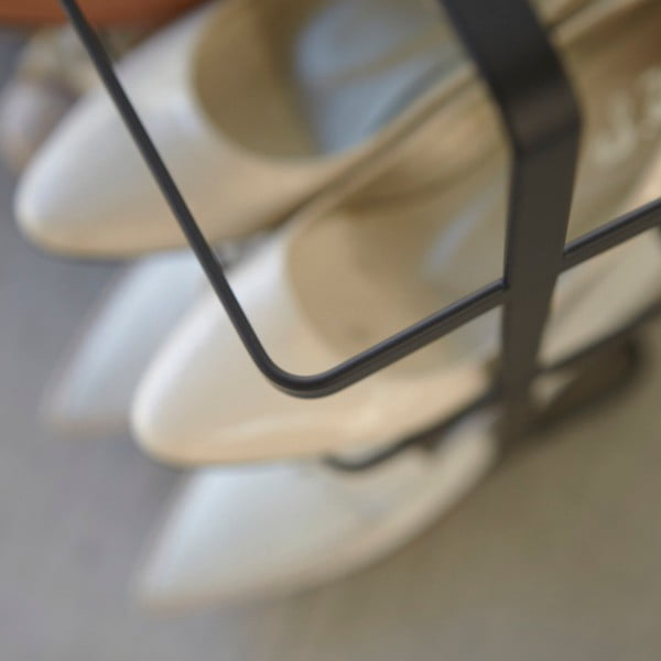 Černý široký stojan na boty Yamazaki Tower Shoe Rack
