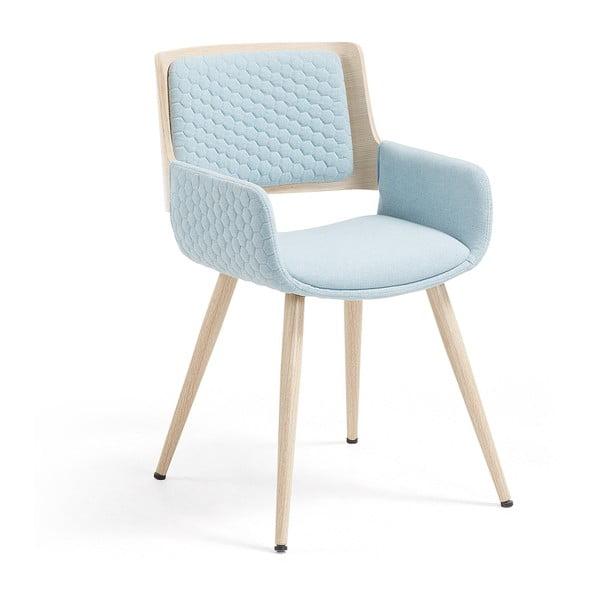 Světle modrá židle s dřevěným podnožím a područkami La Forma Andre
