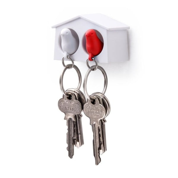 Zamilovaný pár vrabčáků v budce MINI, bílá/červená