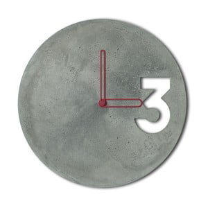 Betonové hodiny od Jakuba Velínského, ohraničené červené ručičky