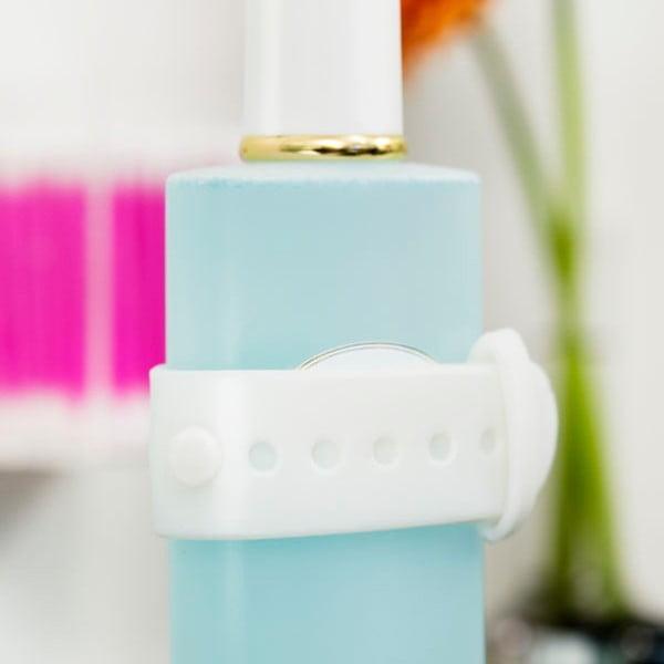 Sada 2 bílých magnetických držáků na šampón či sprchový gel Reenbergs