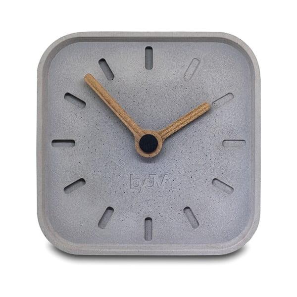 Betonové hodiny s plnými ručičkami ze dřeva od Jakuba Velínského BASE