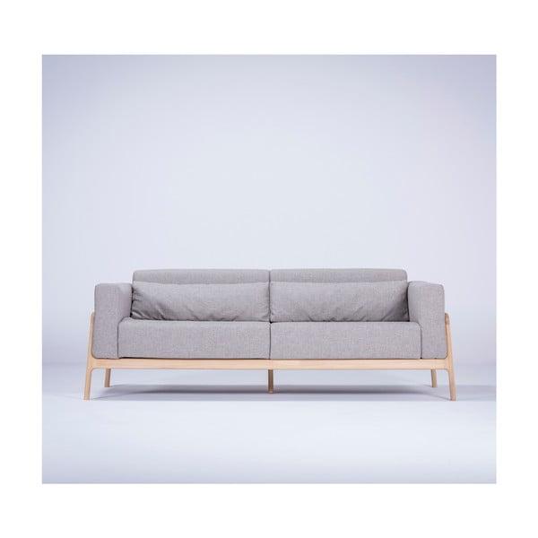 Szara sofa z konstrukcją z litego drewna dębowego Gazzda Fawn, 210 cm