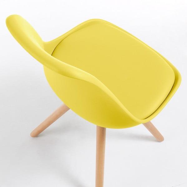 Žlutá židle s dřevěným podnožím Lars