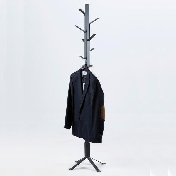 Černý věšák na kabáty Actona Vinson