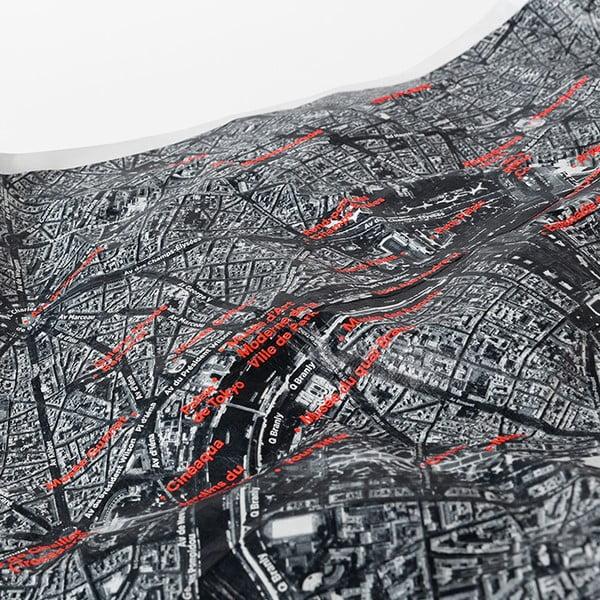 Zmačkaná cestovní mapa ze satelitu Berlín