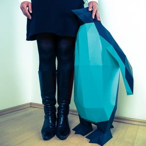 Papírová socha Tučňák XL, černo-modrý