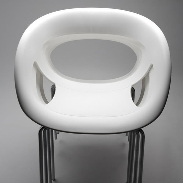 Set 2 bílých židlí Moema, chromové nohy