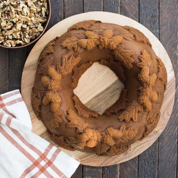 Forma na pečení s motivem dubových lístků a žaludů Nordic Ware