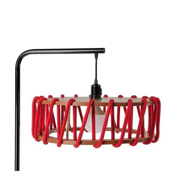 Stojací lampa s černou konstrukcí a velkým červeným stínidlem EMKO Macaron
