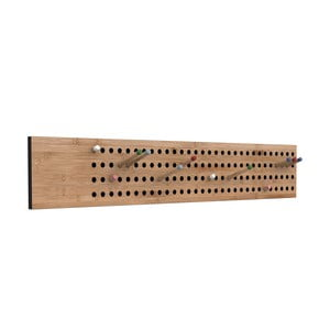 Nástěnný variabilní věšák z bambusu Moso We Do Wood Scoreboard,šířka100cm