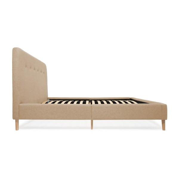 Pískově hnědá dvoulůžková postel s dřevěnými nohami Vivonita Mae King Size, 180 x 200 cm