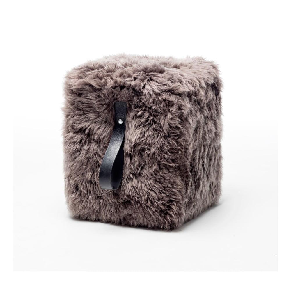 Hnědý hranatý puf z ovčí kožešiny s černým detailem Royal Dream, 45x45cm